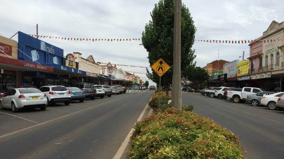 Leeton's main street was a hive of activitiy in the lead up to Christmas.